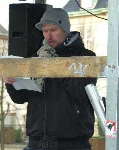 Lars Grenaa taler ved den amerikanske ambassade Lad Gaza Leve demo 17. januar 2009
