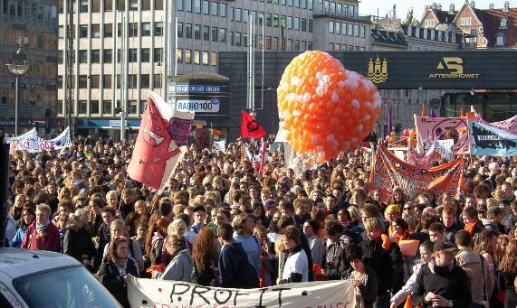 Fra elevprotesterne ved folketingets åbniung 6. oktober Rådhuspladsen i København