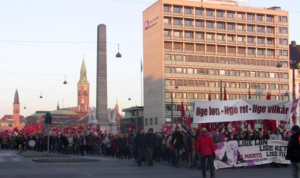 8. marts demo'en 2010 ved Frihedsstøtten