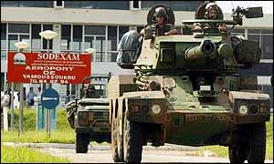Franske tanks i Elfenbenskysten