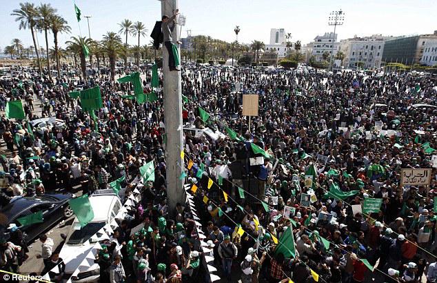 1 million libyere demonstrerede i Tripolis  den 1. juli 2011 mod NATO's krig og 'NATO-oprørerne' til støtte for Gaddafi