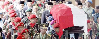 Dikattoren Suharto begraves