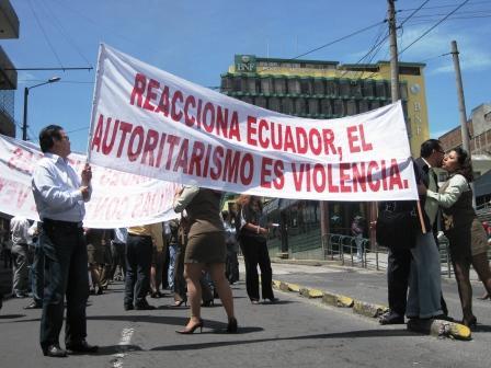 Protester mod det autoritære Correa-regimer 30. september 2010 - Indymedia Ecuador