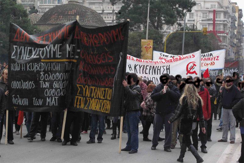 Mere end 10 dage efter politimordet på en 15-årig skoleelev er der fortsat protester, besættelser og demonstrationer i Grækenland mod Karamanlis-regeringen