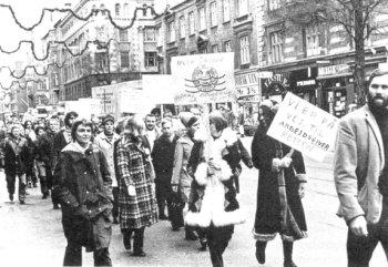 Arbejdskamp i 70erne: Plattepigerne fra Den kgl. pocelænsfabrik i protest ved arbejdsretten