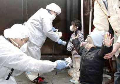 Japanske børn tjekkes for radioaktivitet efter Fukushima