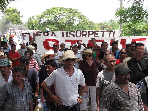 Fagforeninger protesterer mod kuppet