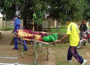 Offer fra massakren i Pando bæres væk Foto fra Indymedia, Bolivia