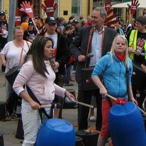 500 slog på tromme i Viborg for mere i løn