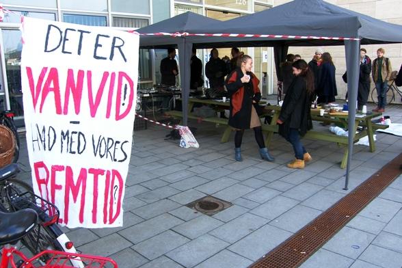 Danskstuderende blokerer 15. marts 2011