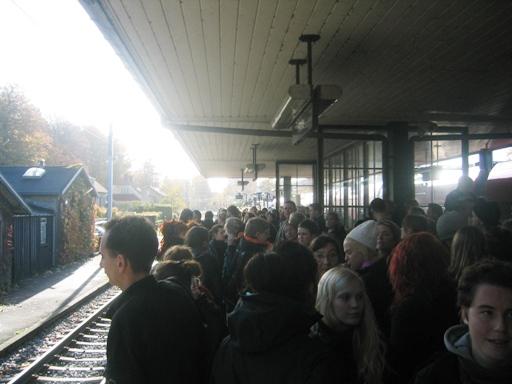 På Holte Station - S-driften angiveligt saboteret af nazister