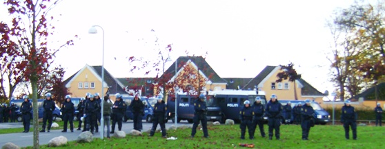 Beboerne klappede - Politiet marcherede op