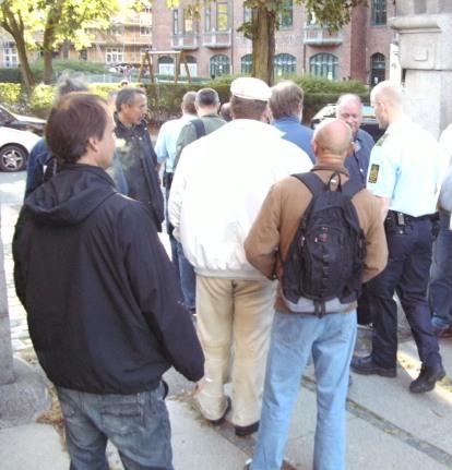 21. september 2009: For syvende gang bryder dansk politi blokaden mod byggeriet i Trekroner-gade og eskorterer underbetalte polakker igennem