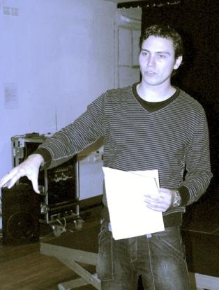 Historikeren Troels Riis Larsen afsluttede talerrækken ved festmødet Enver Hoxha 100 år