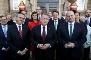 Statsminister Lars Løkke Rasmussen præsenterer sine nye ministerieter på Amalienborg.